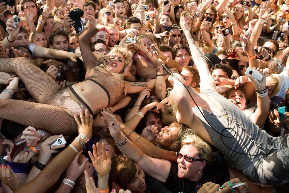 lady gaga crowd surfing